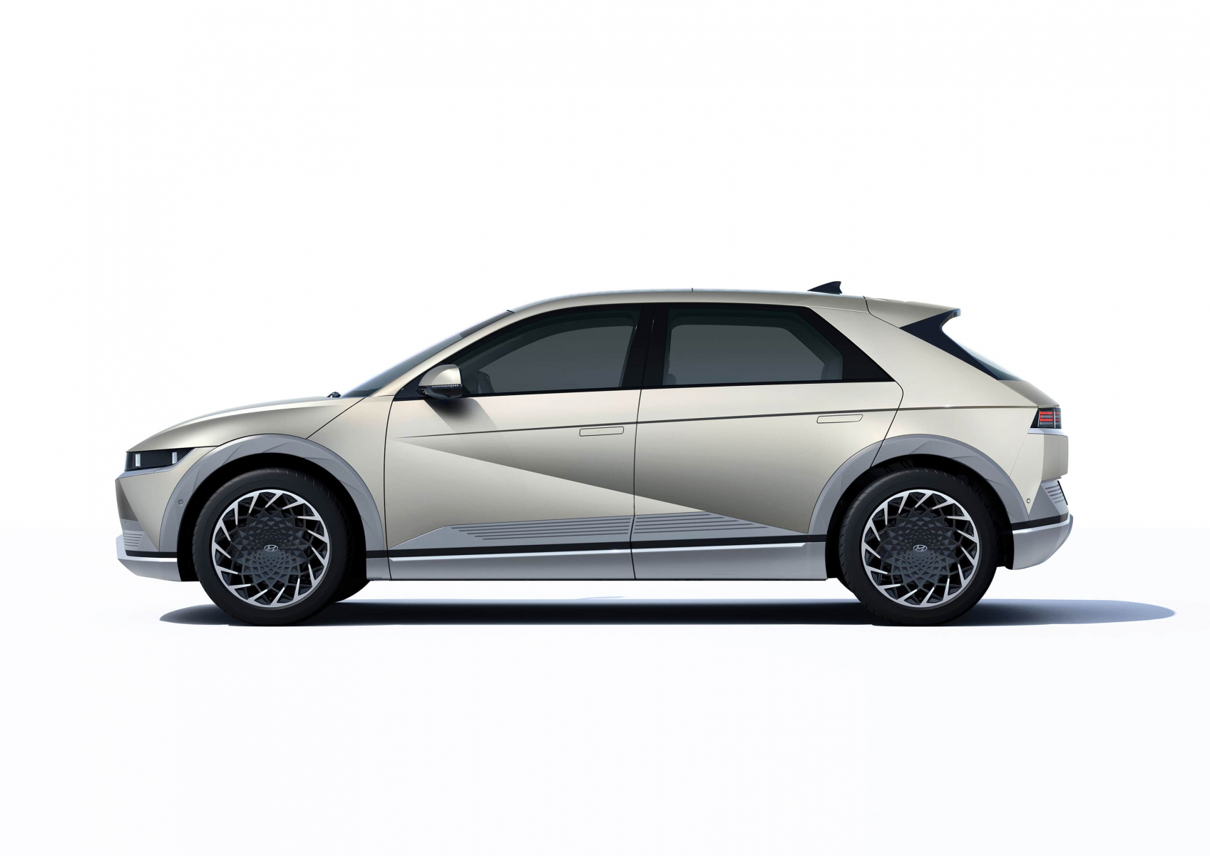 Hyundai IONIQ 5 переосмислює спосіб життя з електричною мобільністю | Автопланета - фото 12
